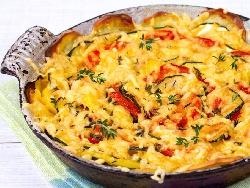 Зеленчуков огретен от варени картофи, чушки, патладжани, тиквички, домати и кашкавал на фурна - снимка на рецептата